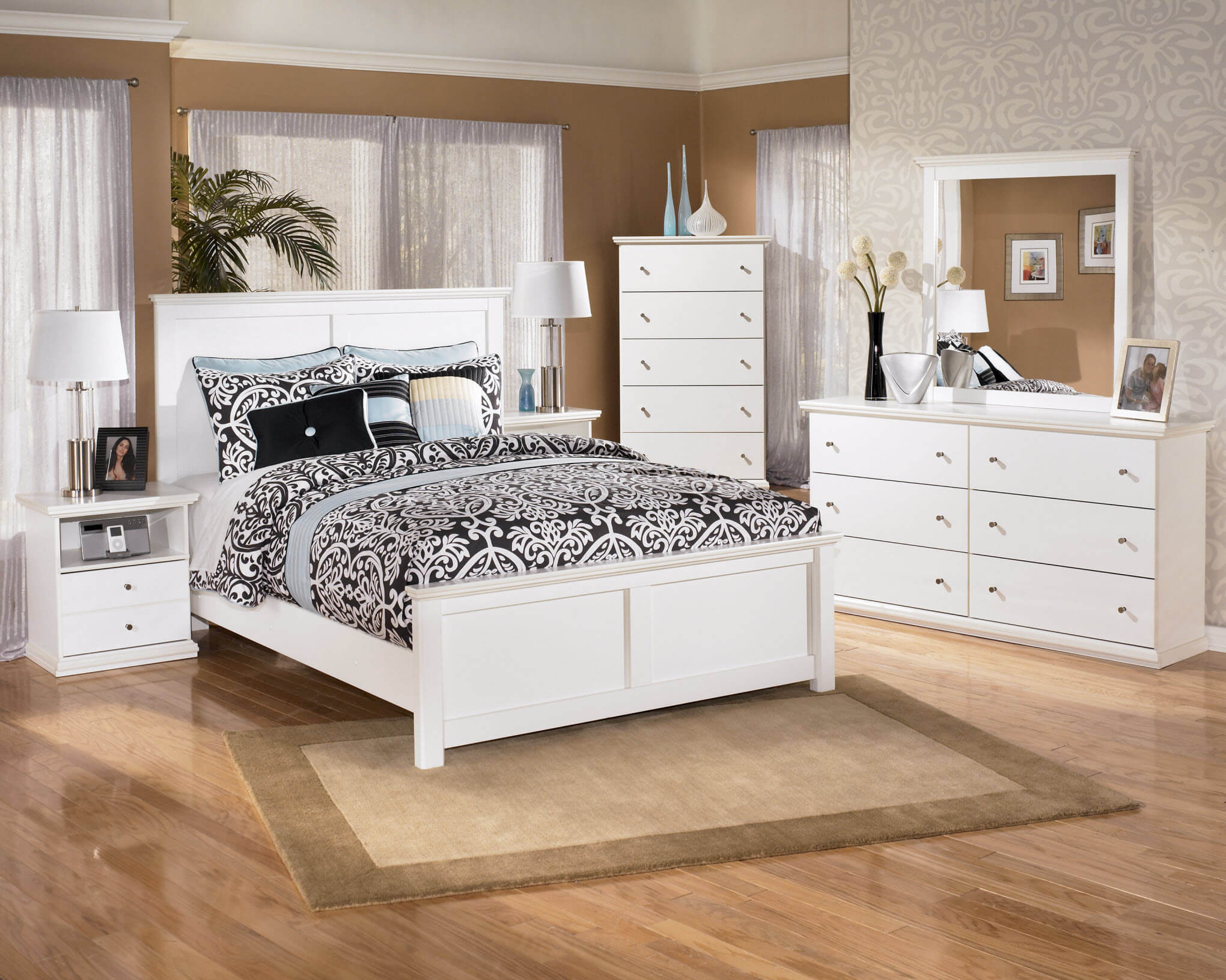 B139 Ashley Bostwick Shoals White Bedroom Set